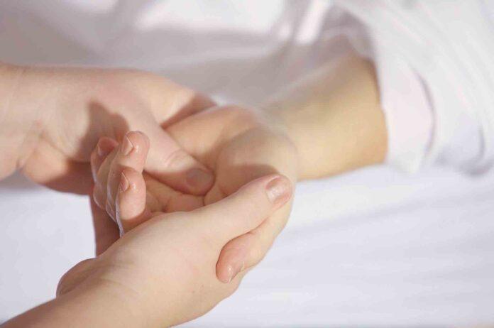 Apprendre à masser les doigts de la main